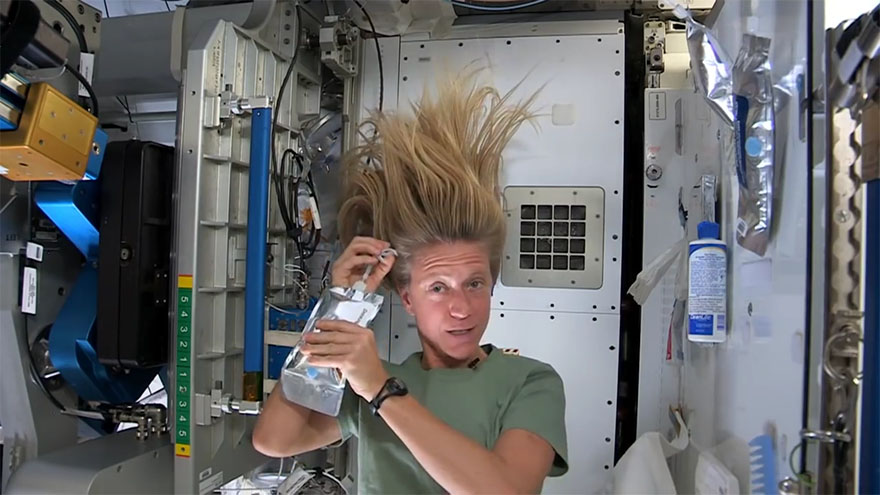 how do astronauts wash in space - photo #10