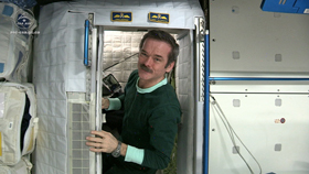 Commander Hadfield shows us how astronauts sleep in space