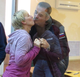 One last kiss - Chris and his wife Helene Hadfield