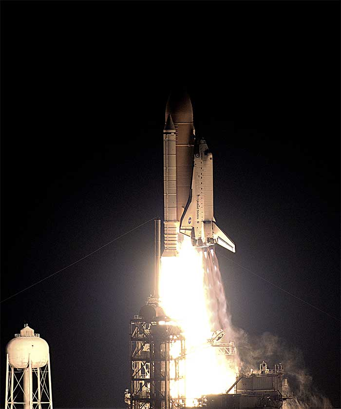 Larger image of Space Shuttle Endeavour - STS-113 launch in 2002