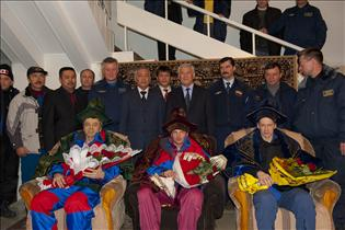 Robert Thirsk, Roman Romanenko and Frank De Winne received a warm welcome from Kazakh authorities