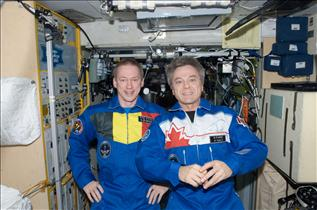 CSA Astronaut Bob Thirsk and ESA Astronaut Frank De Winne