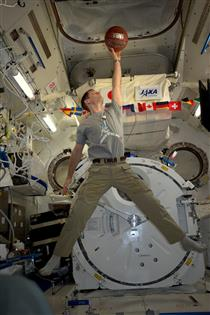 Thomas Pesquet imitating Michael Jordan on the ISS