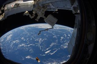 Kounotori2 drifts away from the International Space Station