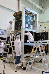 Integration of RCM satellite bus and payload