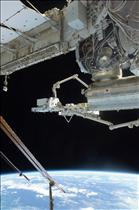 Canadarm2 performs a successful handoff of the Exposed Pallet (EP) to the Japanese robotic arm
