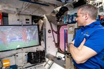Soccer – David Saint-Jacques à bord de la Station spatiale internationale