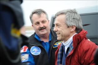 Canadian Astronaut Bob Thirsk and Flight Surgeon Dr. Doug Hamilton