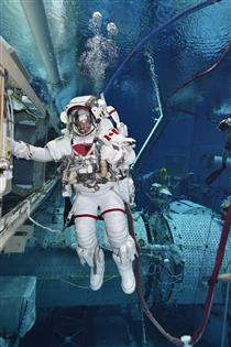 Jeremy Hansen performing an extravehicular activity