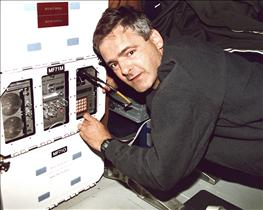 Astronaut Marc Garneau and Aquatic Research Facility on STS-77