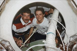 Astronauts Julie Payette and Kent Rominger