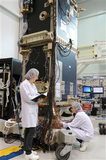RCM satellite bus and payload