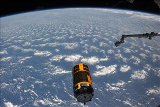 Canadarm2 sets the White Stork free