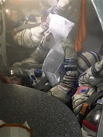 CSA astronaut David Saint-Jacques practises emergency manoeuvres in the Soyuz simulator