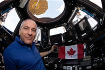 David Saint-Jacques dans la coupole de la Station spatiale internationale