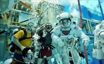 Spacewalk training initiation dive