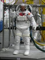 Chris Hadfield ready for spacewalk training