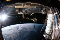 David Saint-Jacques attrape un vaisseau-cargo Dragon avec le Canadarm2