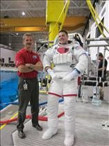 Jeremy Hansen trains to spacewalk with the help of Chris Hadfield