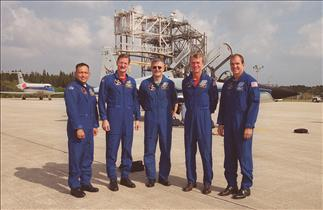 Astronaut Marc Garneau and the mission STS-97 team