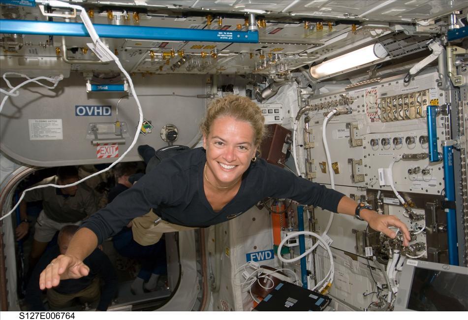 Julie Payette glides through ESA's Columbus Laboratory