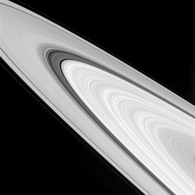 Amazing close-up of Saturn's rings