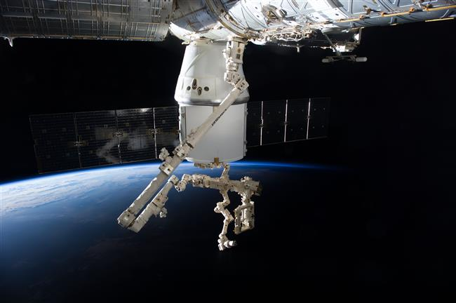 SpaceX Dragon, Canadarm2 and Dextre