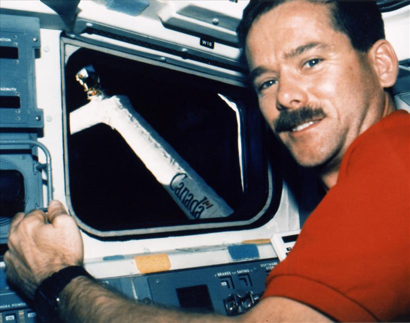 Chris Hadfield controls Canadarm