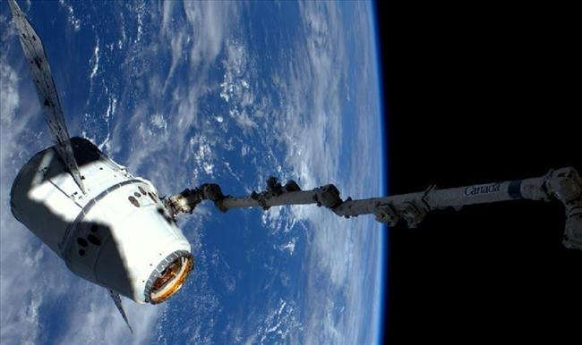 Canadarm2 capture le dragon SpaceX