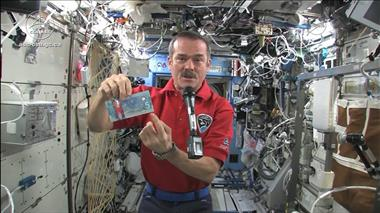 Thumbnail for video 'Canadarm2 and Dextre debut on new Canadian $5 bank note'