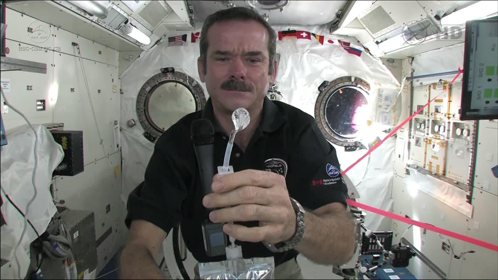 How astronauts use the bathroom - How Astronauts Use The Bathroom 40