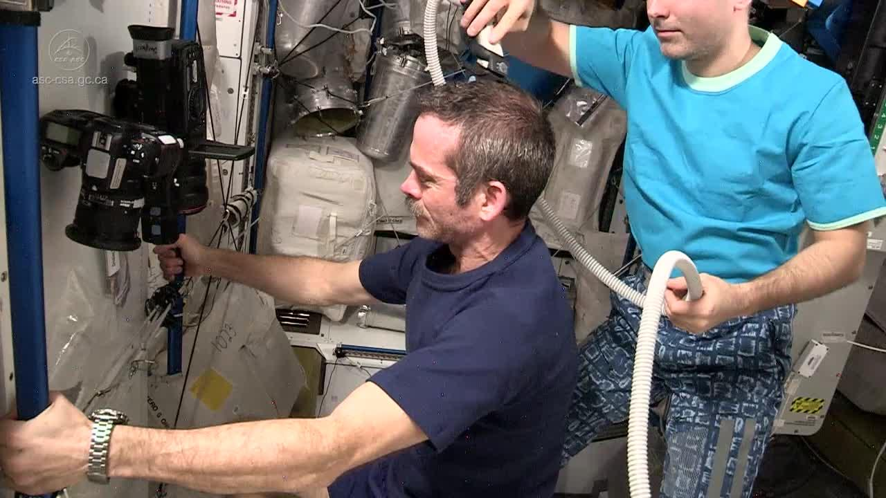 How astronauts use the bathroom - How Astronauts Use The Bathroom 48